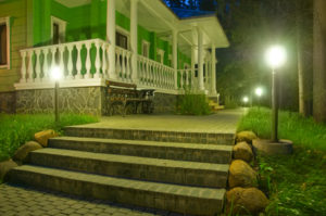 landscape-lighting-entrance